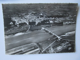 Meung Sur Loire. Vue Generale, Prise D'avion. CAP 13 Postmarked 1952 - Sonstige Gemeinden
