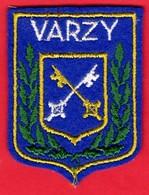 -- ECUSSON TISSU FEUTRINE - BLASON DE VARZY (Nièvre) -- - Patches
