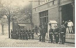GARDE REPUBLICAINE : Caserne Schomberg / Paris. Carte Animée Avec Militaires. 1907. - Casernes