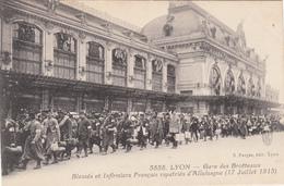 CPA - LYON -Gare Des Brotteaux Blessés Et Infimiers Français Rapatriés D'Allemagne(17/07/1915) 1918-guerre 14-18- 2scans - Autres