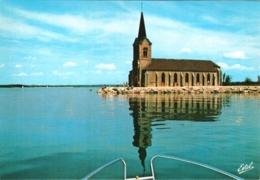 CPM 51 (Marne) Giffaumont-Champaubert - Lac Du Der - Chantecoq : L'église De Champaubert Et La Presqu'île Vue Du Lac TBE - Churches & Cathedrals