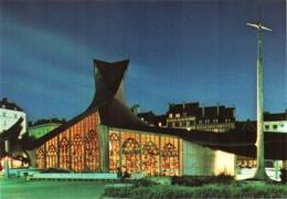 CPM 76 (Seine-Maritime) Rouen - L'église Sainte Jeanne D'Arc Et Vitraux Du XVIe Illuminés, Arch. Arretche TBE - Churches & Cathedrals