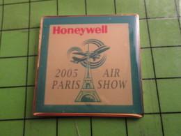 818c Pin's Pins : Rare Et Belle Qualité : THEME INFORMATIQUE : HONEYWELL 2005 PARIS AIR SHOW - Computers