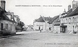 58 Saint Pierre Le Moutier : Place De La République - Saint Pierre Le Moutier