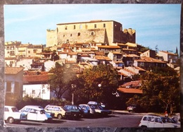GREOUX LES BAINS  (04). AU PIED DU CHATEAU.NOMBREUX VEHICULES CITROEN DS. RENAULT . ANNEES 1970 - Gréoux-les-Bains