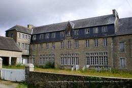 Loguivy-Plougras (22)-Ancienne Ecole Saint-Joseph (Edition à Tirage Limité) - France