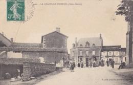 LA CHAPELLE THIREUIL   (79) Place Du Village - France
