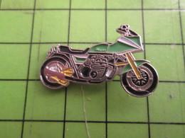 918c Pin's Pins : Rare Et Belle Qualité : THEME MOTOS / MOTO SPORTIVE VERTE, BLANCHE ET MOCHE - Motorbikes