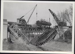 Photo Guerre 40 Ligne 27 Pont Sur Canal De L'Est à Messein Km 27502 Enlèvement Locomotive Tombée Dans Brèche 19 4 1945 - Guerre, Militaire