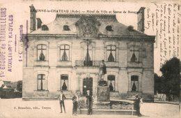 8057 - 2018   BRIENNE LE CHATEAU   HOTEL DE VILLE ET STATUE DE BONAPARTE - Autres Communes
