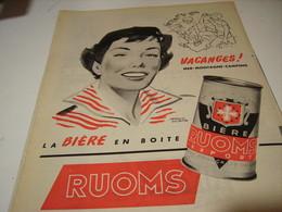 ANCIENNE PUBLICITE LA BIERE EN BOITE RUOMS 1955 - Alcools