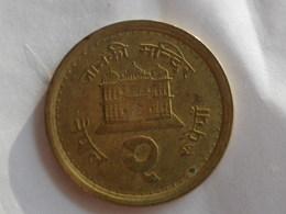 Nepal  2 Rupees 2000   Vs2057   Km#1074.1   Birendra Bir Bikram  Acier Plaqué Laiton   TTB Non Magnetique - Népal