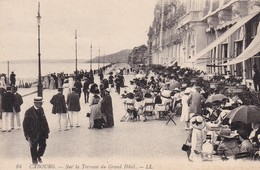 14 / CABOURG / SUR LA TERRASSE DU GRAND HOTEL - Cabourg