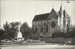PAU , Chapelle Des Réparatrices Et Statue Du Maréchal Foch - Pau