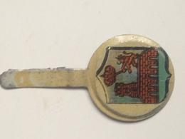 Emblema De Auxilio Social De Orense, Galicia. Guerra Civil Española. 1936-1939. Bando Nacional. Sección Femenina - 1939-45