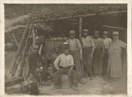 Photo Soldats Français, Devant Une Cuisine Roulante Dans Une Casemate , Régiment N° 171  / 14-18 / WW1 / POILU - 1914-18