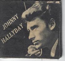 Petit Livret De + 40 Photo Anciennes De JOHNNY HALLYDAY - ( Format : 6.7 Cm X 6.5 Cm ) - Musique