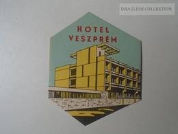 ZA138.61   Vintage Luggage Label  -Hungary - Hotel Veszprém - Hotel Labels
