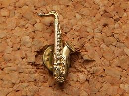 Pin's  - SAXOPHONE Doré - Music