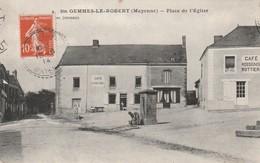 53 -Très Belle Carte Postale Ancienne De  Sainte Gemmes Le Robert   Place De L'Eglise - Frankreich