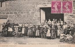 53 -Très Belle Carte Postale Ancienne De  Pontmain  Les Voyants Et Les Habitants Pendant L'Apparition - Pontmain