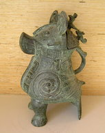 A Bronze Wine Vessel Zun In The Shape Of An Owl / China - Art Asiatique