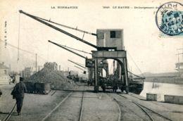 N°66583 -cpa Le Havre -débarquement De Charbon- - Commerce