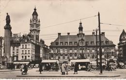 59 - LILLE - Place Du Général De Gaulle A Gauche La Déesse Dans Le Fond La Bourse - Lille