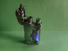 BRIQUET Chien Sonore Lumineux LIGHTER Feuerzeug ENCENDEDOR ACCENDINO AANSTEKER 打火机 Léttari Ljusare ライター αναπτήρας  ::::: - Briquets