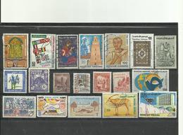 Lot No 1 De 19 Timbres Du Tunisie Années Diverses. - Vrac (max 999 Timbres)