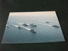 NAVE SHIP  GUERRA PORTAELICOTTERI  IN FORMAZIONE NAVALE - Guerra