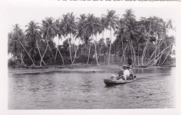 AM21 Wavy Edge Photograph - People In Rowing Boat On Lagos Lagoon, Nigeria - Africa