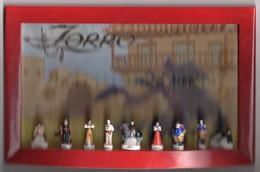 TRES RARE Série Complète 9 Fèves Brillantes Présentées Sur Tableau ZORRO EST ARRIVE 2 - 2002 - Cartoons