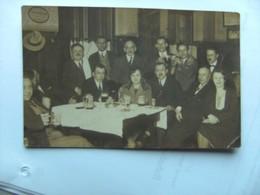 Tsjechië Ceskoslovensko Czech Rep.People In A Room With Beer - Tsjechië