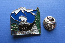 Pin's, Ville,Village,MOUNT ROBSON PARK,BC Canada,chevres Blanches,montagne - Cities