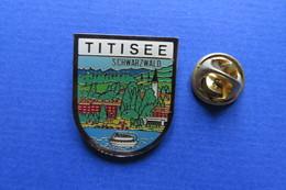 Pin's, Ville,Village,TITISEE, Bateau, Lac De Foret Noire, Schwarzwald See - Cities