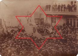 Photo Le 2 Aout 1914 SAINT-MIHIEL - La Foule Devant Le Monument Lors De La Déclaration De La Guerre (A181, Ww1, Wk 1) - Saint Mihiel