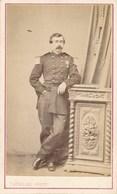 CDV Portrait Militaire Médaillé En Pied Par CAPELLE à St-Brieuc (Ca 1870) - Guerre, Militaire