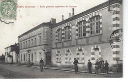 16 - CHASSENEUIL - T.B. Vue Peu Courante Et Animée De L'Ecole Primaire Supérieure De Garçons ( Porteuse De Lait ) - Frankrijk