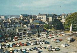 LE MANS (72). Place Des Jacobins. Nombreuses Voitures. Garage Citroën - Passenger Cars