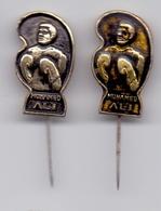 2 Different Boxing Pin MUHAMMAD ALI CASSIUS CLAY - Yugoslavia Edition - Habillement, Souvenirs & Autres