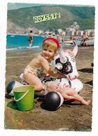 Giochi Giocattoli La Mucca Carolina Gonfiabile Da Mare Anni 60 Veduta Bambina Al Mare Con La Mucca Carolina - Giochi, Giocattoli
