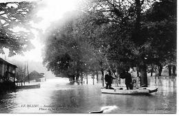 36 LE BLANC INONDATION DU 13 MAI 1910  PLACE DE LA COUTURE  BARQUE AVEC HABITANTS - Le Blanc