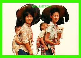 HONG KONG, CHINE - CHILDREN IN LAMA-CHOW - - Chine (Hong Kong)