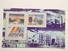 Hoja Bloque 3 Sellos. Estatutos De Autonomía. Asturias. Cantabria. Andalucía. España. Sin Circular. Reproducción Actual - Souvenirbögen