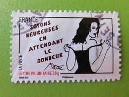 """Timbre France YT 542 - Femme De L'être De Miss. Tic - Street Art - """"Soyons Heureuses En Attendant Le Bonheur"""" - 2011 - Adhésifs (autocollants)"""