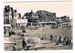 """TROUVILLE  14  """" Le Topsy """" Et Les Jeux De Plage En 1956 - Trouville"""