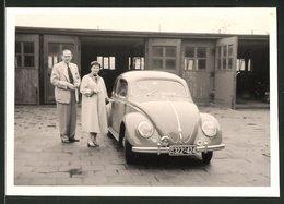 Fotografie Auto VW Käfer, Volkswagen PKW Vor Garage In Osnabrück, Kfz-Kennz.: BN322-424 - Coches