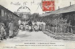 55)  SAINT  MIHIEL  -  Le Quartier Du 29 E Chasseurs - Une Compagnie Rentre De L' Exercice Et S' Arrête Entre Deux Haies - Saint Mihiel