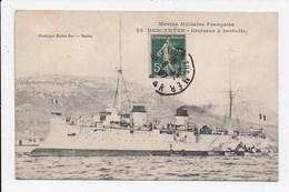 CPA MARINE MILITAIRE DESCARTES Croiseur à Barbette - Guerre